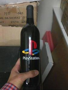 PlayStation Weinflasche